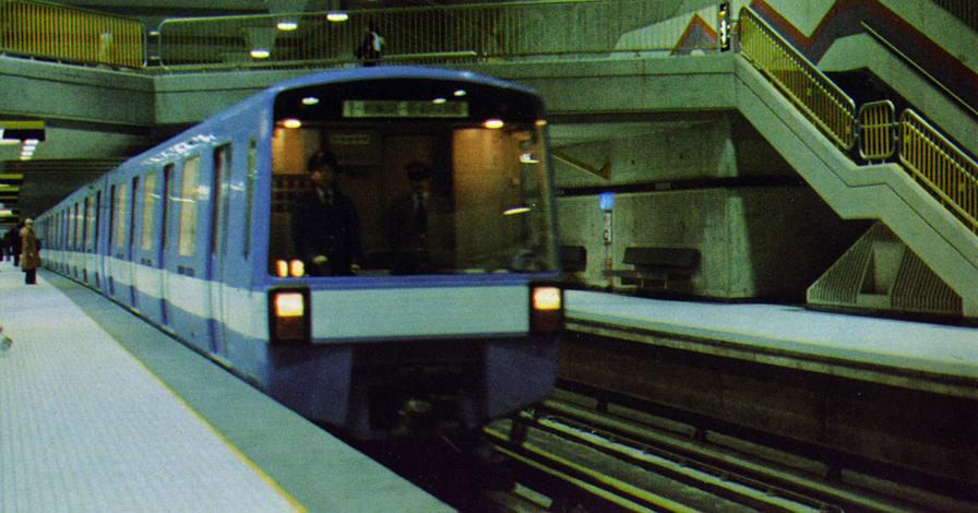 montreal-metro-train