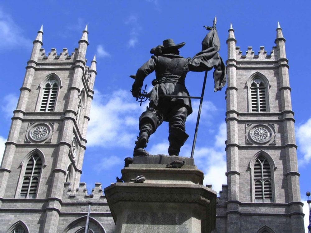 montreal-notre-dame-basilica-statue