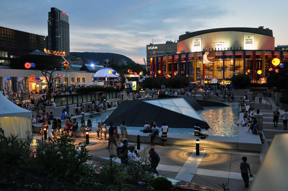 montreal-place-des-arts-crowds