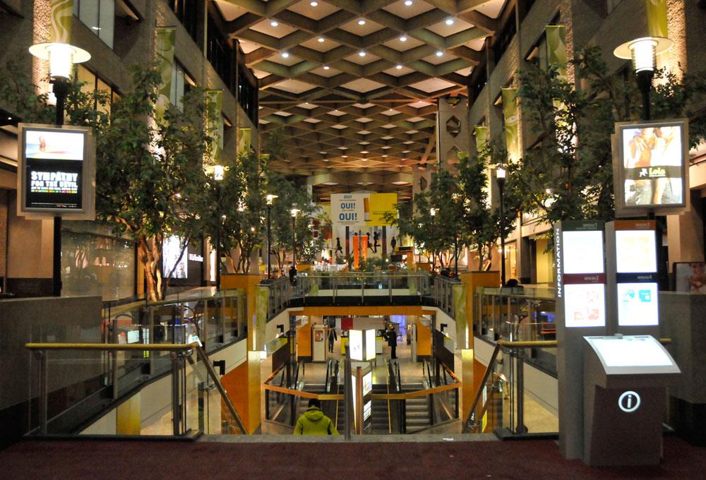 montreal-complexe-desjardins-inside
