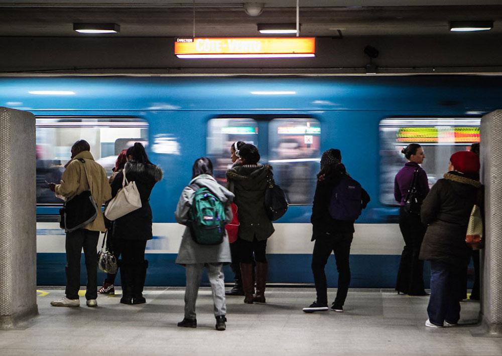 montreal-metro-passengers